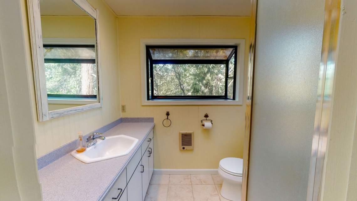 Awahanee-Bathroom-2