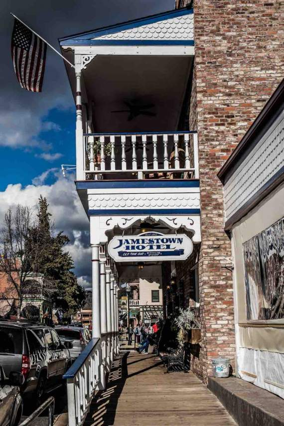 Jamestown, Hotel 1